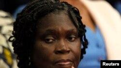 L'ancienne première dame de la Côte-d'Ivoire Simone Gbagbo regarde pendant qu'elle est assiste au premier jour de son procès au palais de justice à Abidjan 26 Décembre 2014.