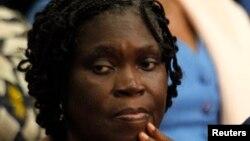 L'ancienne première dame de Côte-d'Ivoire Simone Gbagbo assise dans la salle d'audience au premier jour de son procès, au Palais de Justice à Abidjan, 26 décembre 26 2014