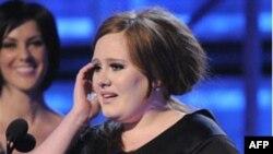 """Albumi më i shitur dy javët e para të shkurtit, """"21"""" i këngëtares Adele"""