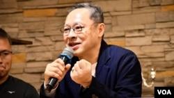 香港大學法律系副教授戴耀廷分析這次區議會選舉選民出現質變。(美國之音 湯惠芸拍攝)