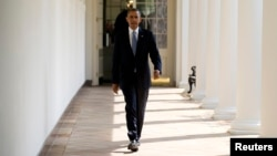 President Barack Obama walks from his residence to the Oval Office at the White House in Washington, Sept. 10, 2013, ahead of an address on the war in Syria.