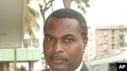 """Abel Chivukuvuku é um dos contestatários internos de Isaias Samakuva que o vice-presidente da UNITA, Ernesto Mulato, descreve como """"golpistas""""."""