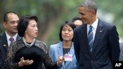 Bà Ngân tiếp ông Obama hồi tháng Năm, 2016 tại Hà Nội.