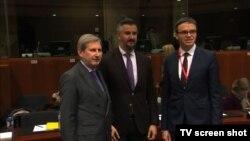 Evropski komesar za proširenje Johanes Han sa ministrom za evropska pitanja CG Andrijom Pejovićem u Briselu, 11. decembar 2017.