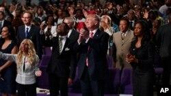 Ứng viên tổng thống Mỹ của Đảng Cộng hòa Donald Trump tại Great Faith Ministries, ngày 3 tháng 9 năm 2016.