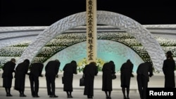 11일 일본에서 동일본 대지진 3주년을 맞아, 희생자들을 추모하는 행사가 전국적으로 열렸습니다. 도쿄에서 열린 추도식에서 추모객들이 묵념하고 있다.