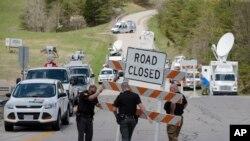 برخی جاده های منتهی به صنه جنایت مسدود شده اند