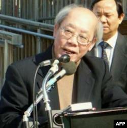 """Giáo sư Ðoàn Viết Hoạt, người vừa được Viện Báo Chí Quốc Tế ở Áo (IPI) trao tặng danh hiệu """"Anh Hùng Tự Do Báo Chí Thế Giới"""""""