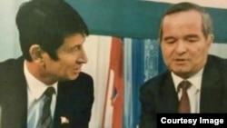 Parlament sobiq a'zosi Samandar Qo'qonov (chapda) marhum prezident Islom Karimov bilan