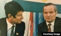 1990-yillar boshida: Prezident Karimov, deydi Samandar Qo'qonov, undan raqib sifatida xavfsirab, soxta ayblar bilan qamatib yuborgan.
