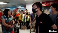 9月14日香港淘大商场内亲中人士与反送中人士发生冲突