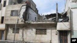 敘利亞政府軍星期四向霍姆斯部份地區發射了火箭彈﹑迫擊砲和重型砲彈﹐將一些建築物打穿。
