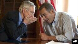 Harry Reid, vođa demokrata u Senatu i John Boehner, predsjedatelj Zastupničkog doma