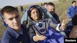 4개월 간의 우주정가장 임무를 마치고 지구로 무사 귀환한 미국의 조세프 아카바.