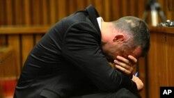 Oscar Pistorius dalam sidang di pengadilan Pretoria, Afrika Selatan (5/5).