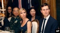 Ông Jared Kushner và vợ Ivanka Trump tại tiệc tối của Tổng thống Mỹ và Chủ tịch Trung Quốc (6/4/2017, tại Florida)