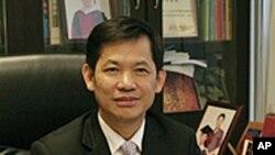 名律师何培华称两法并存使律师处境尴尬