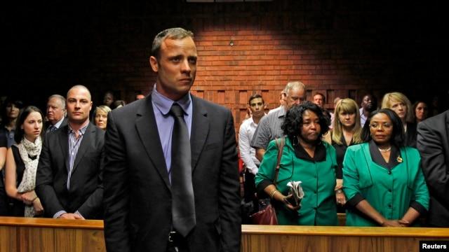 Pelari Olimpiade Afrika Selatan, Oscar Pistorius tampil di pengadilan Pretoria, 19 Februari 2013. (REUTERS/Siphiwe Sibeko)
