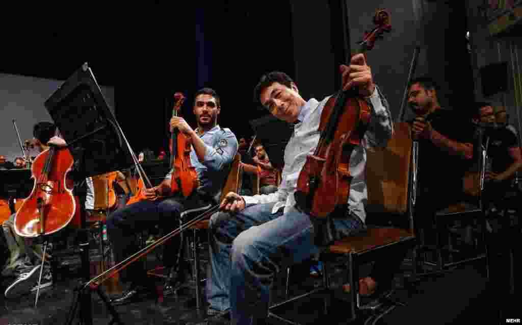 تمرین مشترک ارکستر فیلارمونیک چین با ارکستر سمفونیک ایران در تالار وحدت.