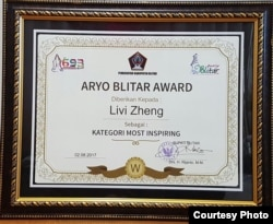 Penghargaan Aryo Blitar untuk sutradara Livi Zheng (Dok: Livi Zheng)
