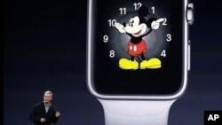 El CEO de Apple,Tim Cook, presenta el Apple Watch el martes, en Cupertino, California.