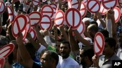 Hàng trăm người Bahrain xuống đường tuần hành ủng hộ việc tẩy chay các cuộc bầu cử, ở Diraz, Bahrain, 21/11/2014.