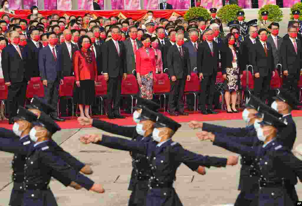 Honq Konq lideri Karri Lam Çinin Milli Günü ilə əlaqədar bayraq qaldırma mərasimində iştirak edib.