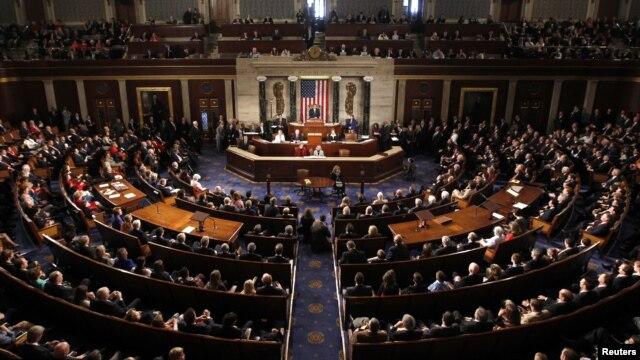 Para anggota Kongres Amerika saat mendengarkan sambutan dari Ketua DPR John Boehner dalam Kongres ke-113 di Capitol Hill, Washington DC, 3 Januari 2013. (REUTERS/Kevin Lamarque). Para Anggot Kongres bersiap untuk kembali memperdebatkan anggaran negara pekan ini.