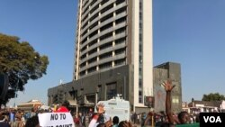 Opposition protested in Harare (08/01/2018) to push the Zimbabwe Electoral Commission to release credible polls results. The opposition has since refused to accept the official results which the ruling Zanu PF was declared winner (C. Mavhunga/VOA)
