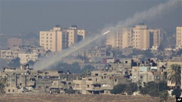 팔레스타인 무장단체 하마스에 의해 발사되는 로켓포