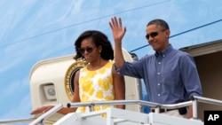 Tổng thống Barack Obama và đệ nhất phu nhân Michelle Obama đến Cape Cod, Massachusetts, ngày 10/8/2013