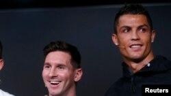 Les nommés pour le titre du joueur Fifa de 2015, l'Argentin Lionel Messi et le Portugais Cristiano Ronaldo lors d'une conférence de presse à Zurich, Suisse, 11 janvier 2016.