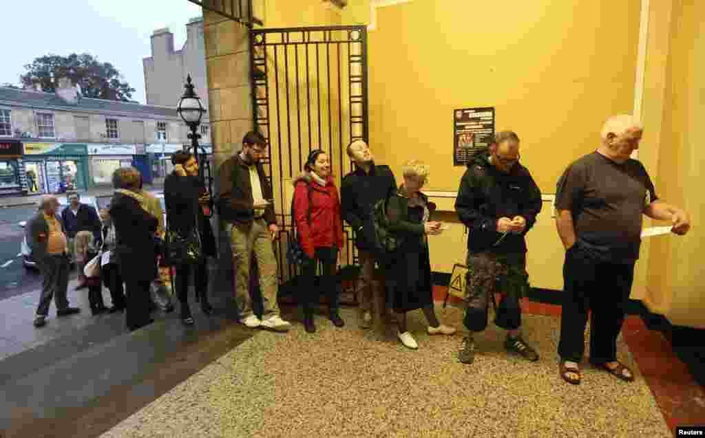 برطانیہ سے علیحدگی یا اس کا حصہ رہنے کے بارے میں اسکاٹ لینڈ میں جعرات کو ریفرنڈم کا عمل شروع ہوا۔