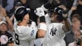 지난해 10월 뉴욕 양키스의 애런 저지 선수와 앤드류 맥커친 선수가 아메리칸 리그 와일드카드 플레이오프 야구경기에서 오클랜드 애슬레틱스을 상대로 투런 홈런을 터뜨린 후 환호하고 있다.