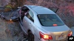 图中这辆丰田轿车在驶出美国犹他州80号高速公路时失控撞车(资料照片)
