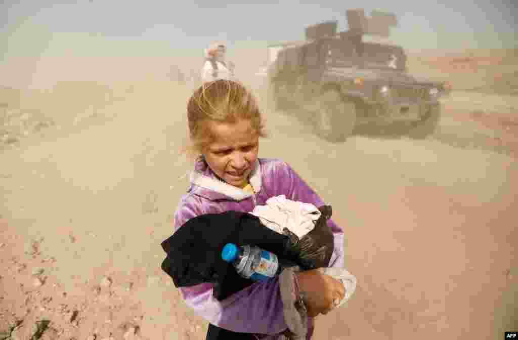 عراقی فورسز نے جنوری میں موصل کے مشرقی حصے کا کنٹرول دوبارہ سنبھالا تھا لیکن مغربی حصہ اب بھی انتہا پسندوں کے قبضے میں ہے۔