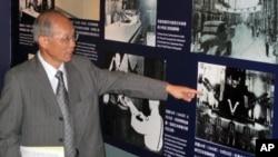 林政则手指在中山堂举行日本投降典礼的照片