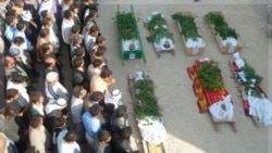 جسد چند تن از افرادی که جان خود را در درگیری ها با دولت سوریه از دست دادند. ۲ نوامیر ۲۰۱۱