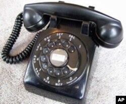 آج کل ہر کسی کے پاس موبائل فون ہے جس کی وجہ سے لینڈ لائن فون کی افادیت کم ہوتی جا رہی ہے