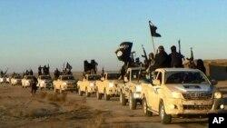 Konvoi militan ISIS di kota Raqqa, Suriah (foto: dok).