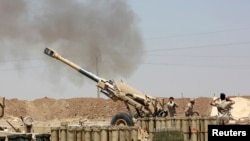Iraqi security forces fire artillery during clashes with Sunni militant group Islamic State of Iraq and the Levant (ISIL) on the outskirts of the town of Udaim in Diyala province, June 22, 2014.