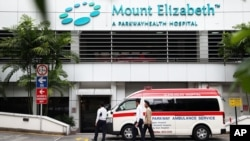 一辆救护车停在新加坡伊丽莎白山医院外。(2012年12月27日)
