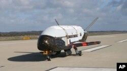 عکس آرشیوی از فضاپیمای فوق سری و روباتیک اکس-۳۷بی (X-37B) متعلق به ارتش ایالات متحده آمریکا
