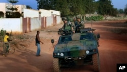 French soldiers return from patrol in Sevare, some 620 kms (400 miles) north of Mali's capital Bamako, January 24, 2013.