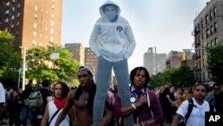Демонстрация в Манхэттене. Нью-Йорк. 14 июля 2013 г.