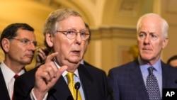 Pemimpin Mayoritas Senat Partai Republik, Mitch McConnell mengakui kekalahan atas kegagalan memperpanjang program pemantauan pemerintah AS (foto: dok).