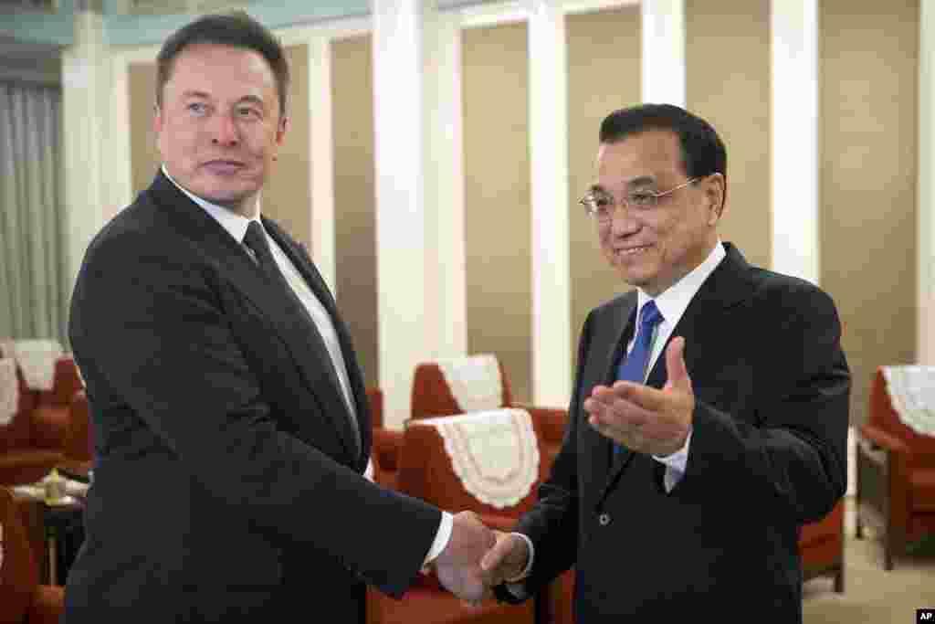 中国总理李克强2019年1月9日在北京中南海会晤美国特斯拉公司首席执行官埃隆·马斯克(Elon Musk)。这是李克强今年首场外事活动 。李克强说,中国愿意向马斯克发放在中国永久居留的绿卡。中国发放的绿卡比美国发放的少得多。