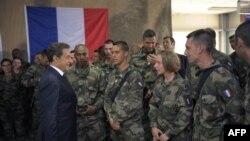 Президент Франції Ніколя Саркозі відвідує французьких солдатів в Афганістані