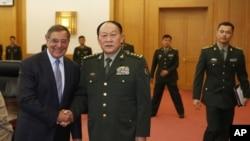 美国国防部长帕内塔9月18日在北京会见中国国防部长梁光烈