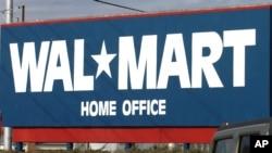 Las ganancias de Wal-Mart el año pasado ascendieron a $16 mil 999 millones de dólares.